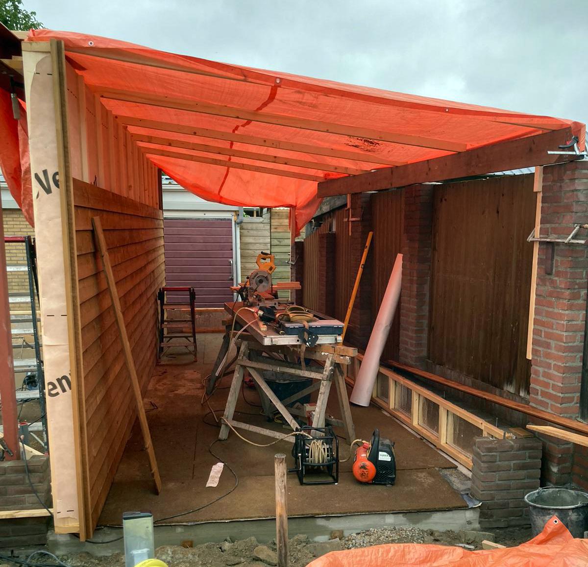 Nieuwe garage met veranda