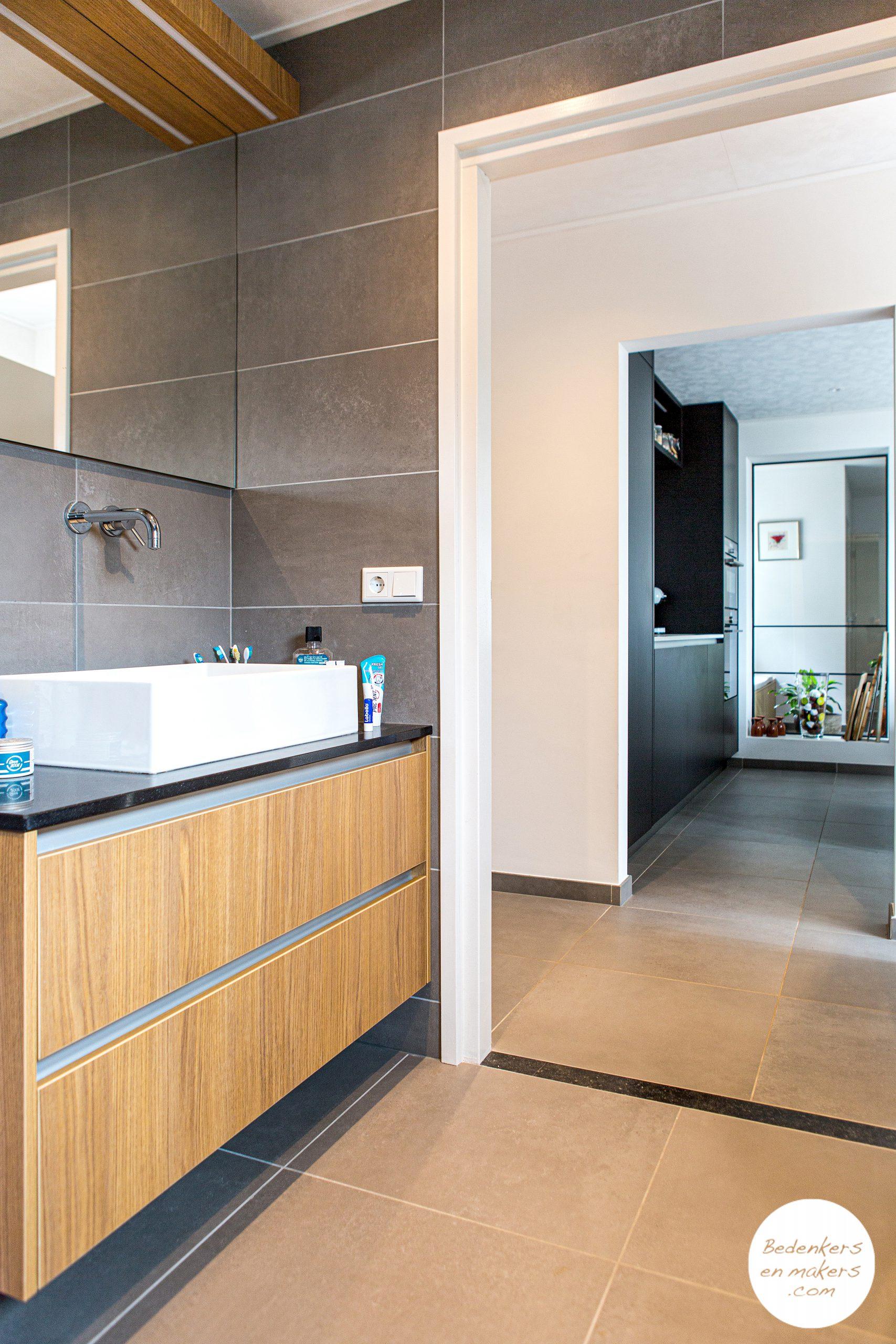 levensloopbestendige badkamer begane grond met zichtlijnen in huis S20C172901